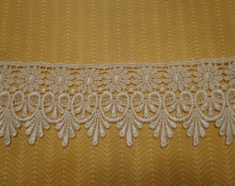 "Gorgeous 2 3/4"" Wide Rayon Venice Lace Trim in Ivory - 1 Yard"
