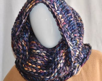 Loo Knits Freestanding Chunky Knitted Cowl in Navy