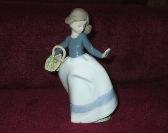 LLADRO NAO Girl With Basket #1095 Nina Alicia Decorative Figurine From Spain 1988 Vintage