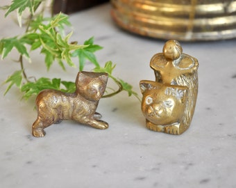 Pair of vintage brass cats - cat ornaments, gold cats, cat paperweight, cat desk companion - brass cat, cat lover, boho decor, zero waste
