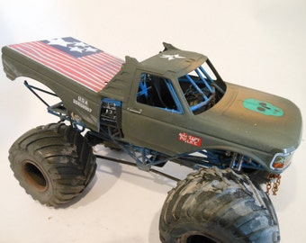 FathersDayGift,Weathered Scale Model,RatRod, Ford Monster Truck,Assembled, Classicwrecks,Junker