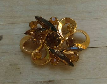 Vintage 1950s goldtone & brown rhinestone brooch pin