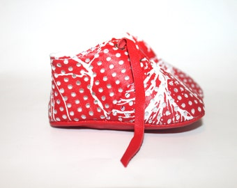 SALE 3 - 6 Months Slippers / Baby Shoes Lamb Leather White - Red Christmas