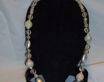 Vintage-Retro Glass Pink and Gray Pearlized Necklace