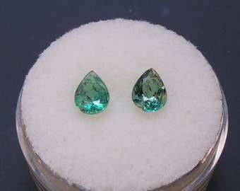 Zambian emeralds, Emerald non-addressed, pair of PEAR cut emeralds, 0 98ct 4.7 x 6.6 mm