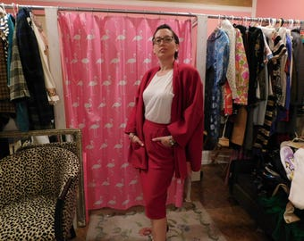 1980    Salvatore  Ferraqamo  /100% wool - laine/   Beautiful red/ designer/ Couture/ Size 8/ Italian