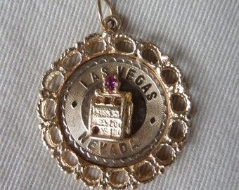 14K Gold Pendant, Las Vegas Souvenir Charm Slot Machine with Ruby, Gift for Gambler by Barnabus Barna 1960's - 4.68 grams
