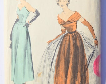 Vintage Sewing Pattern Advance 5272 Gown