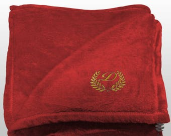 Personalized Multi-use Polar Sofa Bed Travel Fleece Blanket with Leaves - Ref. Dulcelina - Red