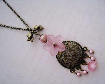 Romantic necklace retro pink flowers