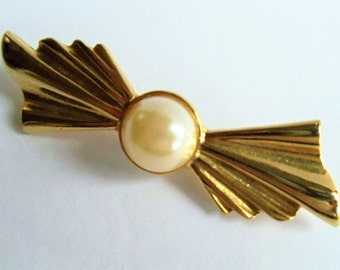 Vintage Faux Pearl Gold Tone Bow Pin Brooch, Gold and White Brooch, Bow Pin Brooch, Ruffle Metal Pin Brooch, Estate Jewelry, 1970s'