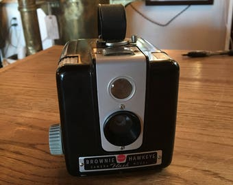 Vintage 1940's Kodak Brownie Hawkeye Flash Camera