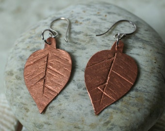 Handmade leaf dangle earrings, one pair (item ID LLCLSE)