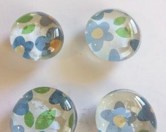 Decorative glass magnets