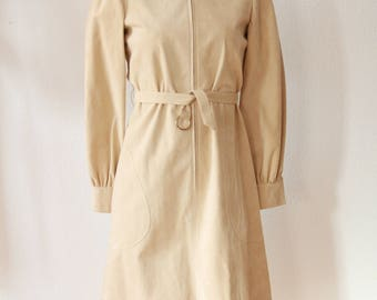 Cream Ultrasuede Zip front dress with tie waist and beautiful detail Authentic Mollie Parnis