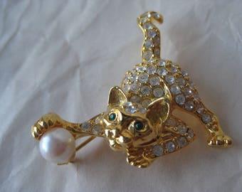 Cat Kitten Yarn Pearl Gold Rhinestone Pin Brooch Vintage Green
