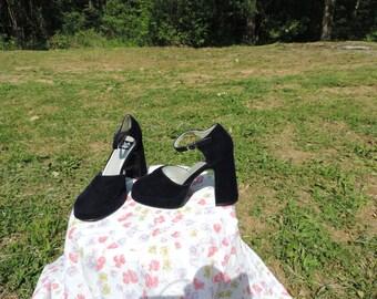 90's vintage velvet Mary Jane heels. 90's It girl shoes Blue Velvet