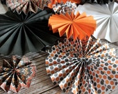 Halloween Party Decor / CLEARANCE / 15 Paper Rosettes / Paper Fan / Photo Backdrop / Halloween Photo Session