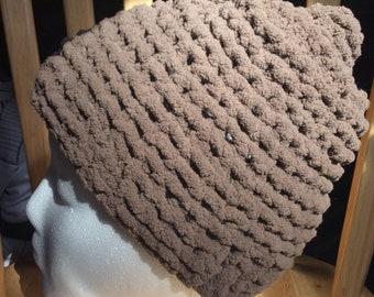 Messy-Bun Brown chunky hat