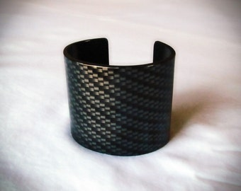 Rolled Stainless Steel Bracelet with Carbon Fiber Graphic