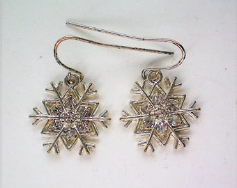 Silver tone Snowflake Pierced Earrings for Winter Holidays - 5715