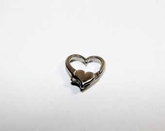 Title first silver heart lobster clasp. 17 by 17 mm. (2757809)