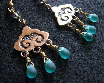 Rain cloud earrings | bronze | chandelier gold | blue sea glass | bohemian | dangle | teardrop