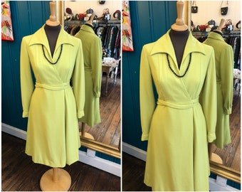 """1970s Chartreuse Wool Wrap Dress B36"""" Small UK10"""