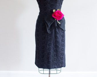 1950's Black Eyelet Wiggle Dress / Sheath Dress / Size M / L