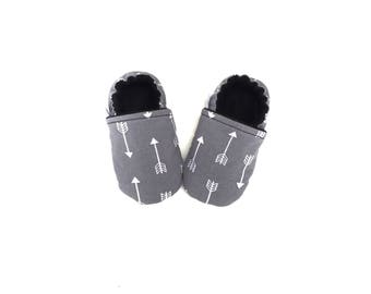 ARROW BABY SHOES, Arrow Baby Moccasins, Arrow Booties, Gray and White Arrows, Baby Boy Shoes, Soft Sole Baby Shoes, Toddler Moccasins, Moccs