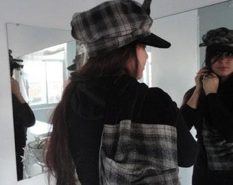 LA CASQUETTE PLAID  et le foulard-poche                                    The plaid cap and the pocket-scarf