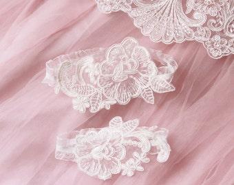 Wedding Garter Bridal Garter Lace Garter Belt - Ivory Lace Garter Toss Garter - Rustic Garter Boho Garter Vintage Inspired Lace Garter