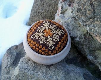 Pincushion . Hand Embroideri. Ready to ship. Handmade. Embroideri pincushion.Brown.Haberdashery.Pins & Nidles.Felt.