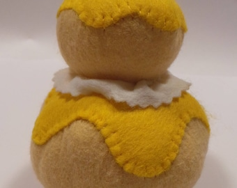 Made with felt to play the Dinette pastry filled with lemon
