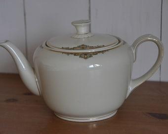 Porcelain teapot with gold decoration, Zeh Scherzer Bavaria