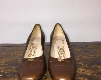 ON SALE Vintage Salvatore Ferragamo Shoes / late 50s early 60s Salvatore Ferragamo pumps / made in Italy / vintage designer ladies heels / s