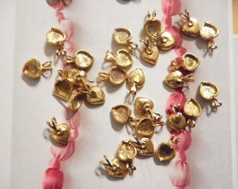 24 Vintage Goldplated 12mm Heart Pendant Settings