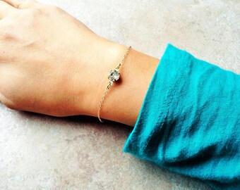 Crystal stone bracelet, minimalist gold bracelet, dainty gold bracelet , crystal clear pendant bracelet , simple gold bracelet, dainty