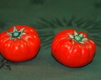 Set of salt and pepper tomato