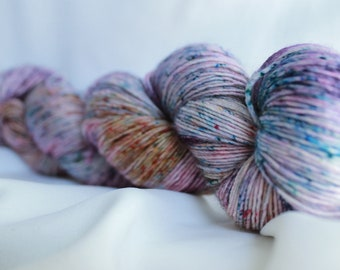 FLYING HIGH Speckled hand dyed super wash merino single ply (100 grams) 400 yds #2