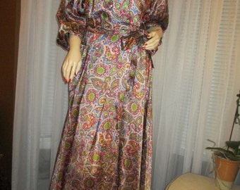 1950/60's  Ladies LINGERIE ROBE No Label in Olive Wine Tan Blue Paisley Print