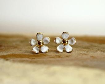 Stud daisy earrings, Stud flower earrings, Stud earrings, Daisy stud, Daisy earrings, Flower stud, Flower earrings, Stud, Earrings,Tiny stud