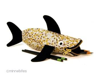 Étui à crayons requin - School Art Supplies - planificateur pochette - sac d'école pour enfant - Shark or - cadeau stupide Bureau - Bureau accessoire - prêt à l'expédition