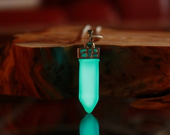 CRYSTAL Healing Point / GLOW in the DARK / Crystal Necklace / Glow Crystal Pendant / Quartz Pendant / Crystal -04 /
