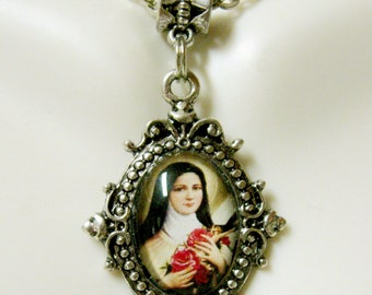 Saint Therese pendant and chain - AP17-704