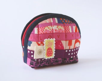 Quilted notions pouch - Zipper pouch - Stand up pouch - Quilted zipper pouch - Change purse -  Coin purse - C+S pouch - Quilted coin purse