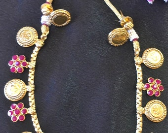 Simple elgant gold plated necklace with faux ruby stones