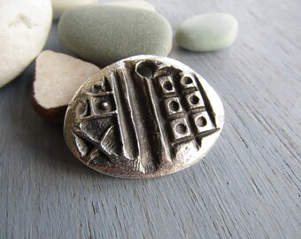 Antiqued silver pendant, freeform rustic ethnic style, silver plated antiqued / pewter tone  metal casting 35 x 28mm (1 pendant) 6As323