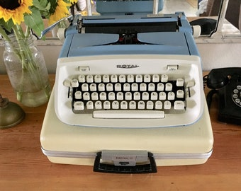 Cursive Royal Aristocrat portable typewriter, working typewriter, vintage typewriter, Royal typewriter, antique typewriter, qwerty