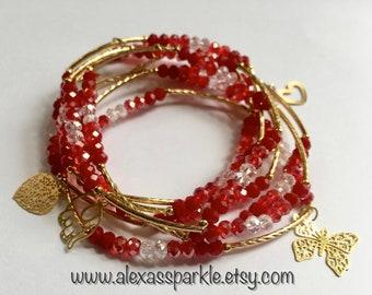 Red transcendent beaded bracelets with gold plated charms - Semanario rojo transendente con dijes de chapa de oro